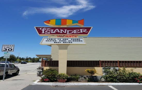 Welcome To The Islander Motel - The Islander Motel Sign