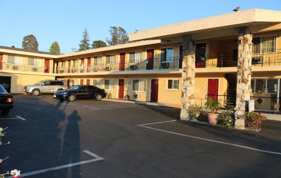 Welcome To The Islander Motel - Exterior View of The Office
